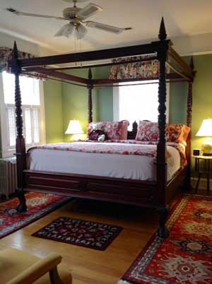 The Queen Room - Alice Person House Bed and Breakfast in Williamsburg VA